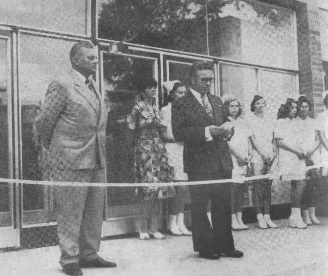 Slavnostní otevření nové budovy 30. srpna 1976